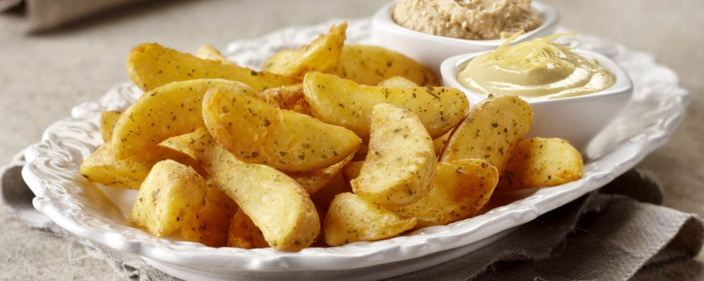 Cząstki ziemniaka o smaku czosnkowym z hummus-em i majonezem cytrynowym