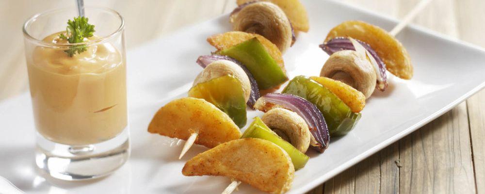Szaszłyki z cząstek ziemniaka z sosem miętowym